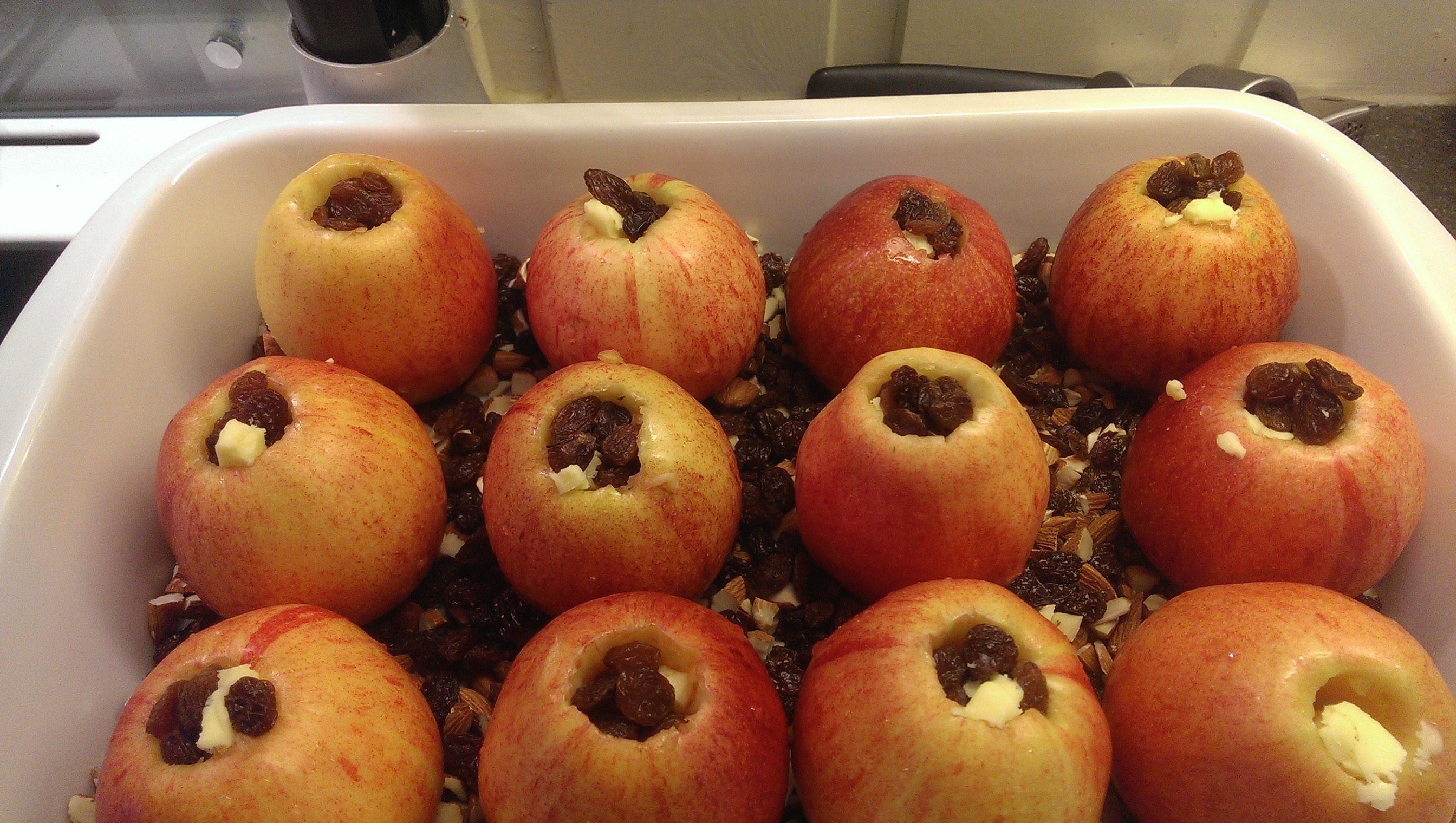 Epler på veg til å bli bakt